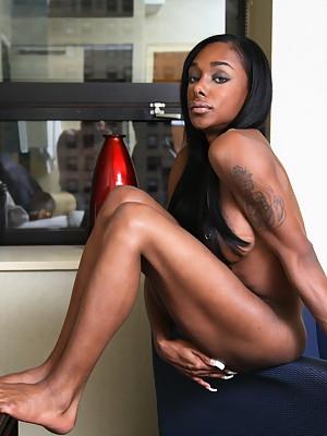 Ebony goddess Natalia posing her irresistible SHEMALE body